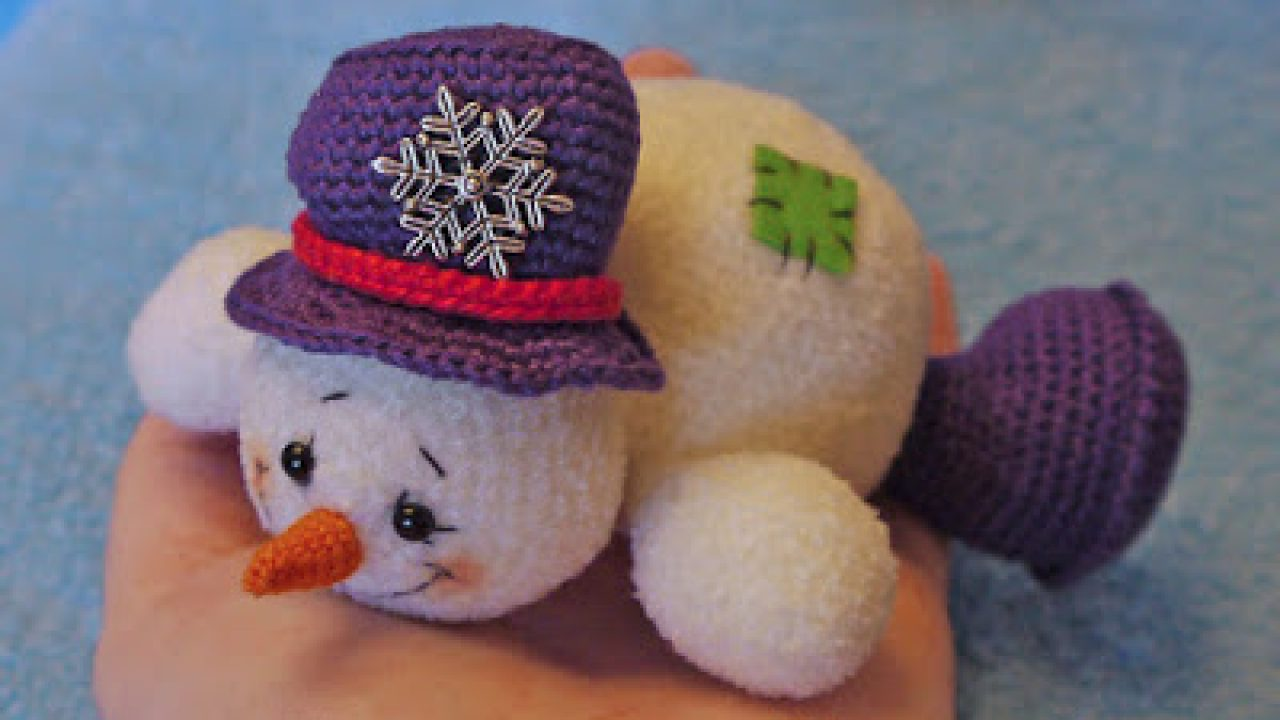 Crochet Snowman Ear Muff Hat and Cocoon - Repeat Crafter Me | 720x1280
