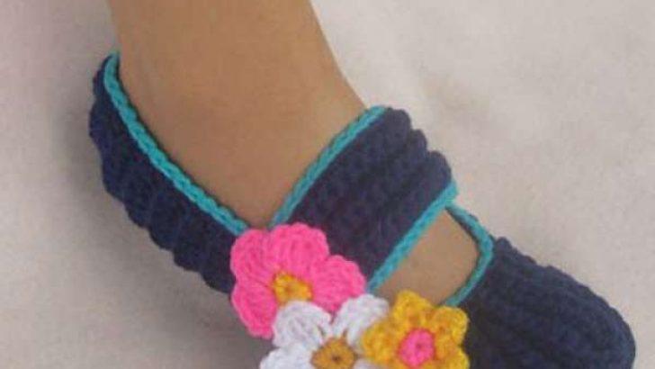 Most Beautiful Woman Knitting Booties