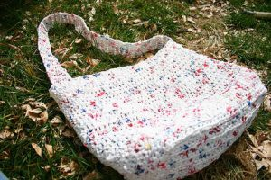 how-to-make-new-bags-out-of-plastic-bags-1
