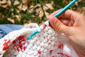 how-to-make-new-bags-out-of-plastic-bags-2