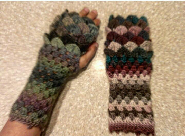 Dragon Scale Fingerless Gloves Free Pattern Knittting Crochet