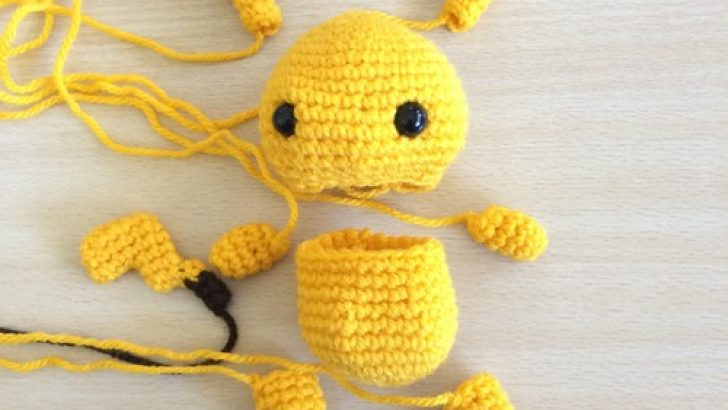 Making Pikachu Amigurumi