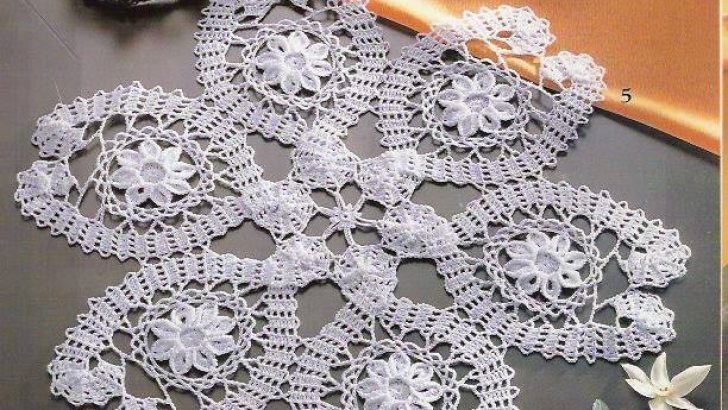 Lace tablecloth pattern